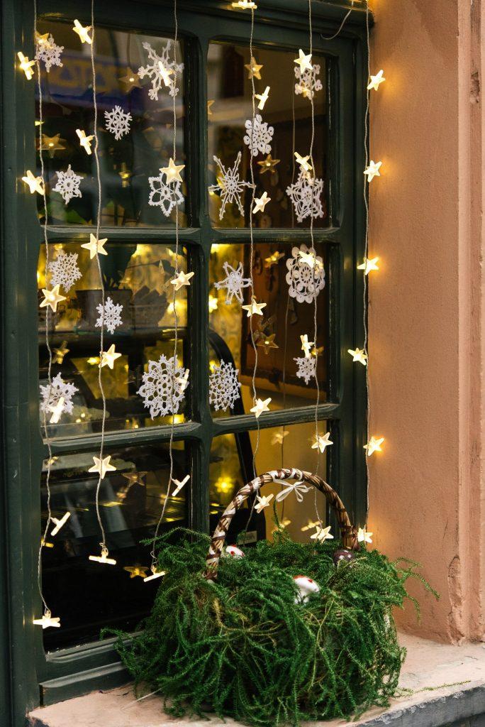 Valot ikkunaan